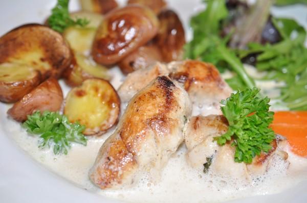 kycklingroulader-i-ton-av-sas-och-apache-potatis-det-ni0