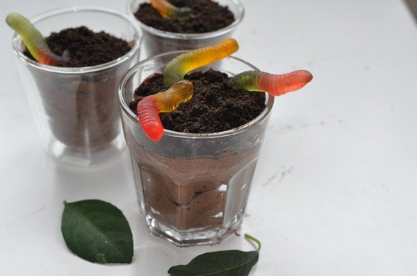 chokladpudding-med-oreos-och-godismaskar0