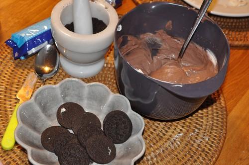 chokladpudding-med-oreos-och-godismaskar2