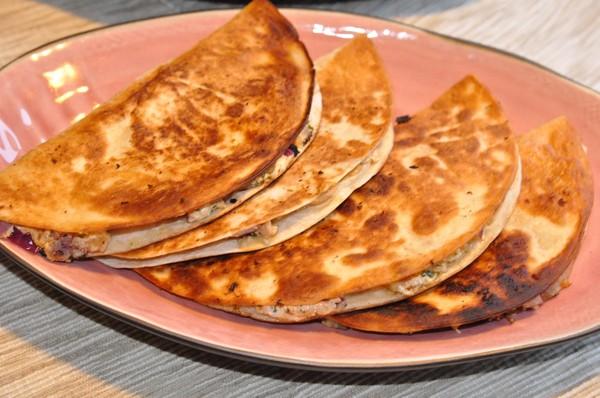 heta-getostquesadillas-med-sallad-pa-rostad-majs1