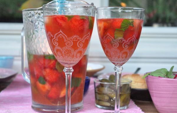 en-kanna-iste-med-jordgubbar-och-mynta1