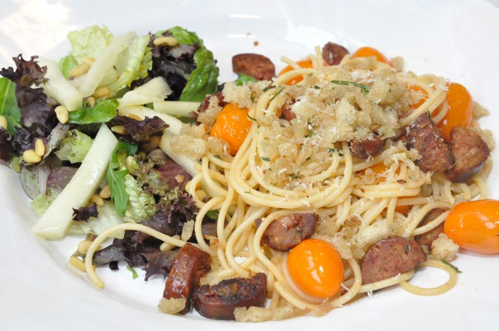 pasta med salsicca fattigmansparmesan och tomater