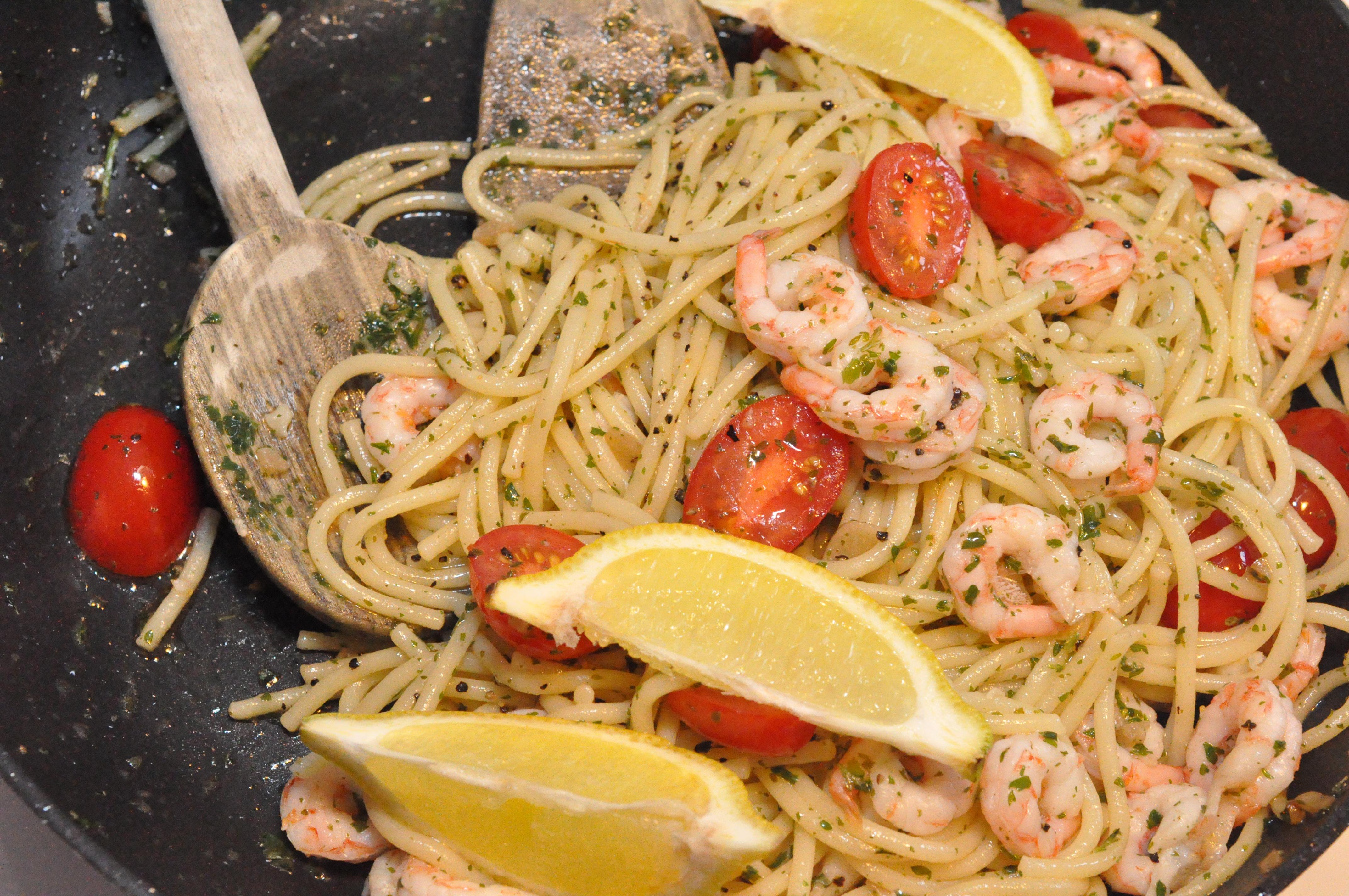 pasta med räkor vin persilja