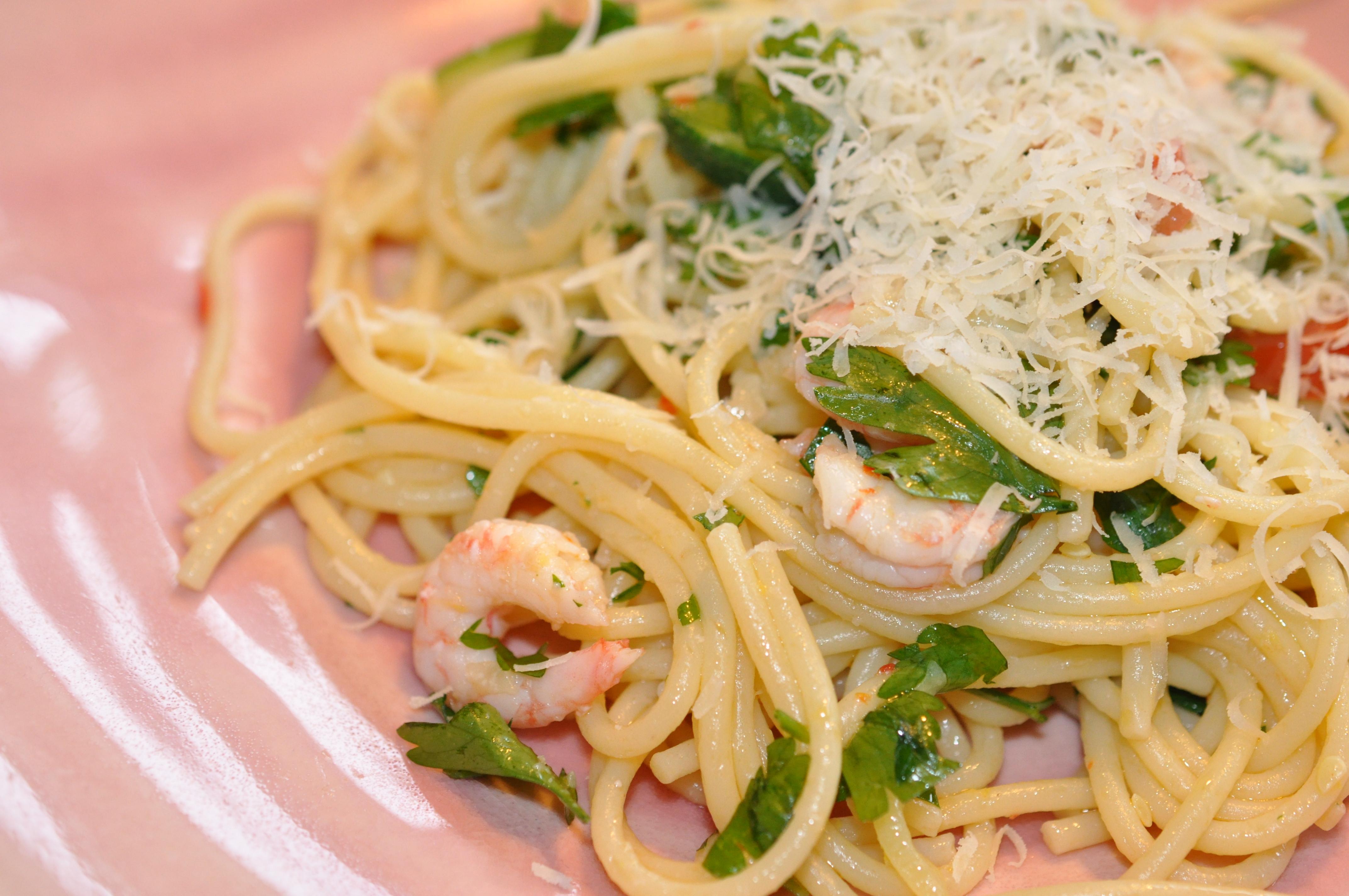 LINGUINE MED zucchini och räkor