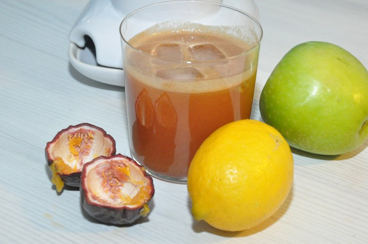 mynta-apple-citron-och-passionsfrukt juice juicing