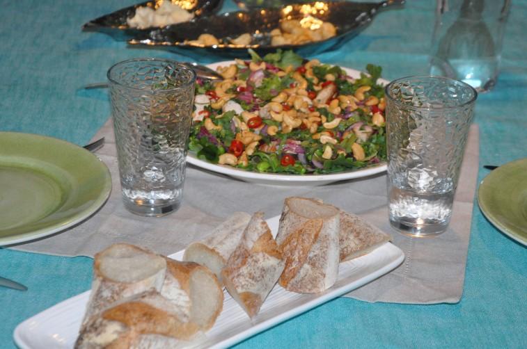 thaiinspirerad-sallad-med-kyckling-cashewnotter-picklad-rodlok-mm1
