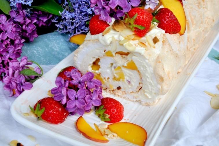 Meringue-roll-marängrulle-meringue-roulade-pavlovarulle-757x503
