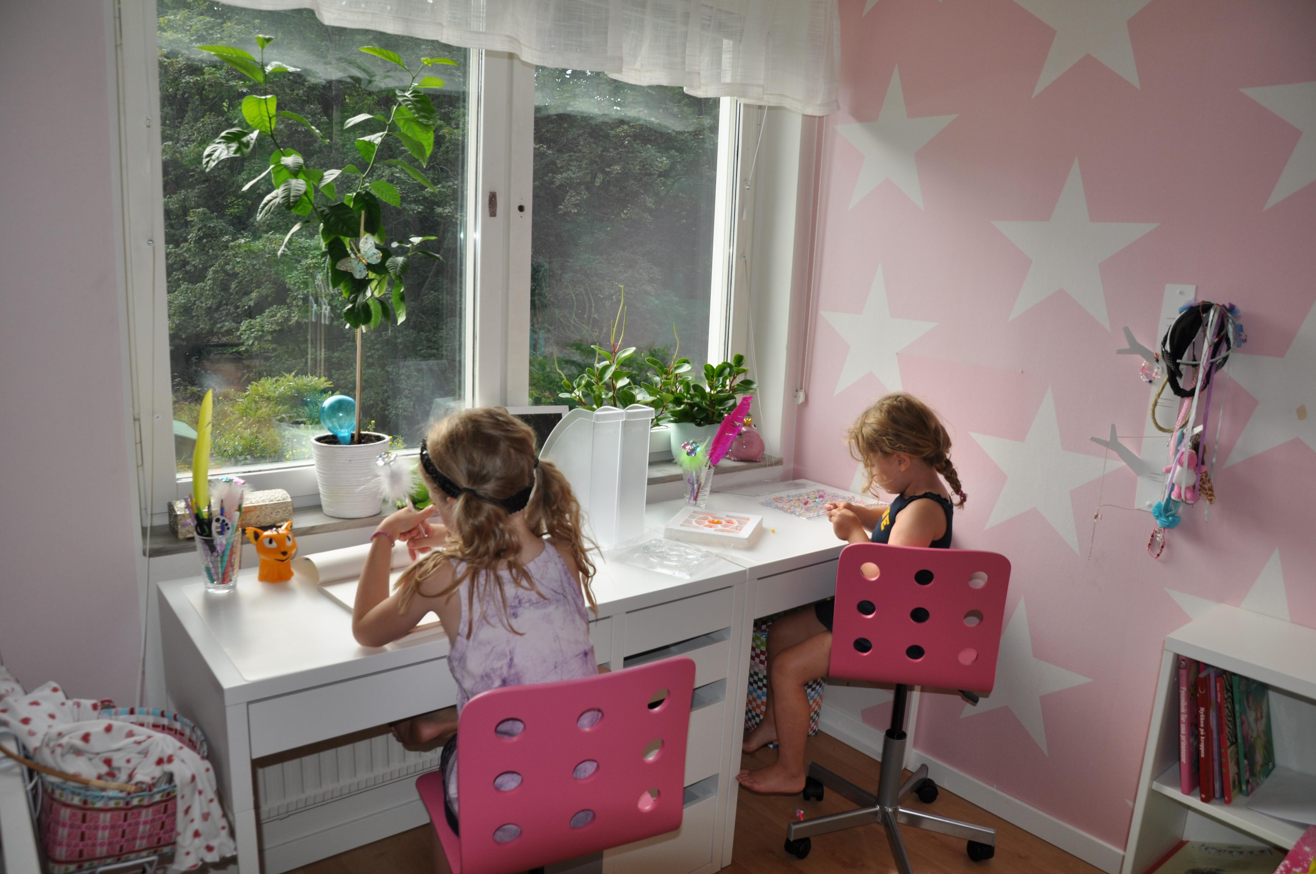 Nya skrivbord från IKEA till barnen Lindas Matstuga