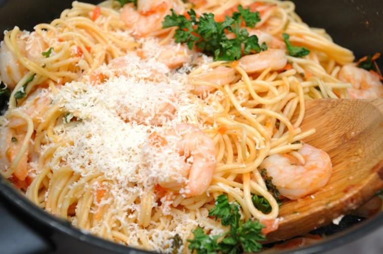 pasta med räkor och vitlök