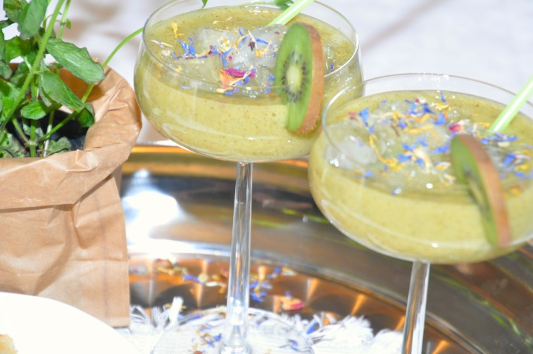Kiwi daiquiri mocktail