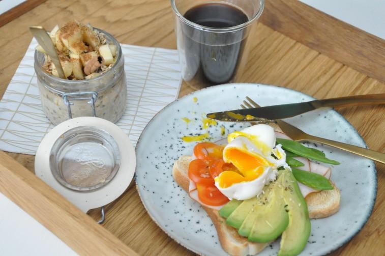 Frukost pocherat ägg overnight oats