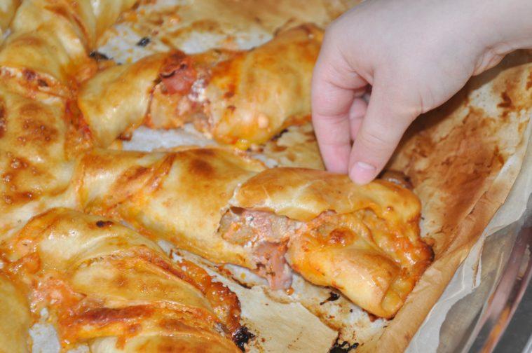 Solpizza med skinka och ost mozzarella