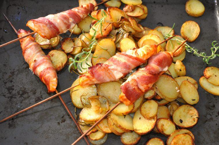Baconlindade laxspett ugnsrostad potatis
