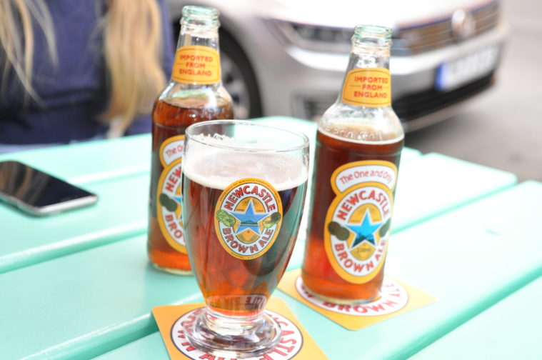 Lily's burger Newcastle Brown ale Nöjesguiden