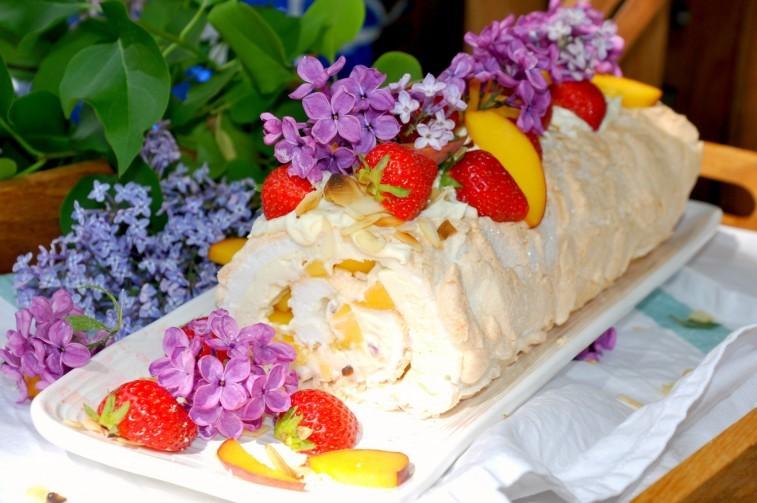 Marängrulle-meringue-roulade-pavlovarulle-757x503