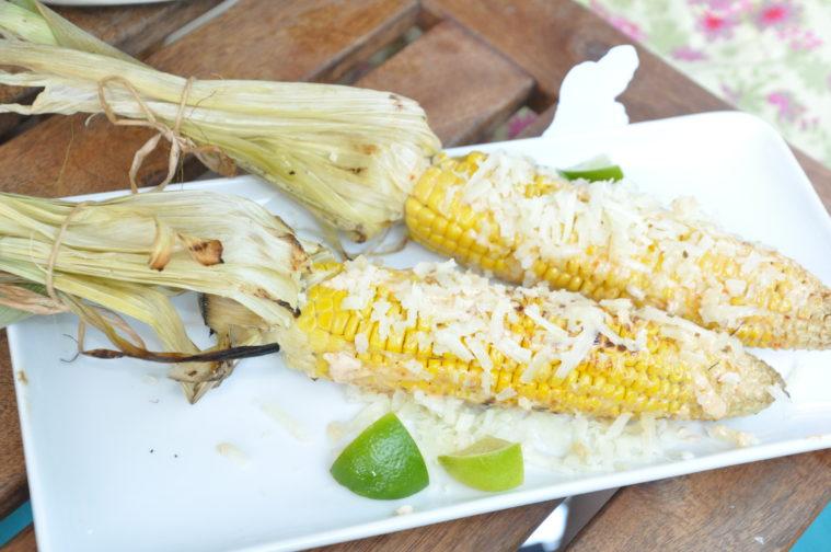 majs med majonnäs och riven ost