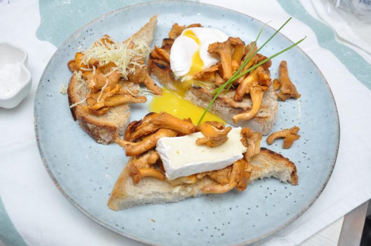 Kantareller kantarell toast brie pocherat ägg västerbottenost
