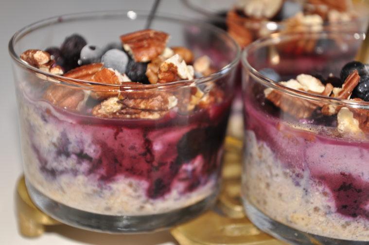 overnight oats med blåbär vanilj kanel pekannötter