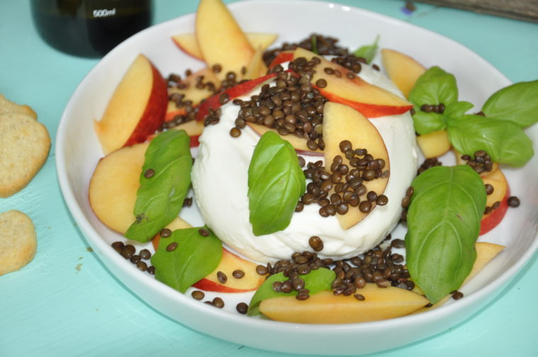 Caprese med nektariner och belugalinser