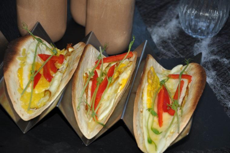 Frukost med tortillasmörgås och mjölkfri chokladsmoothie