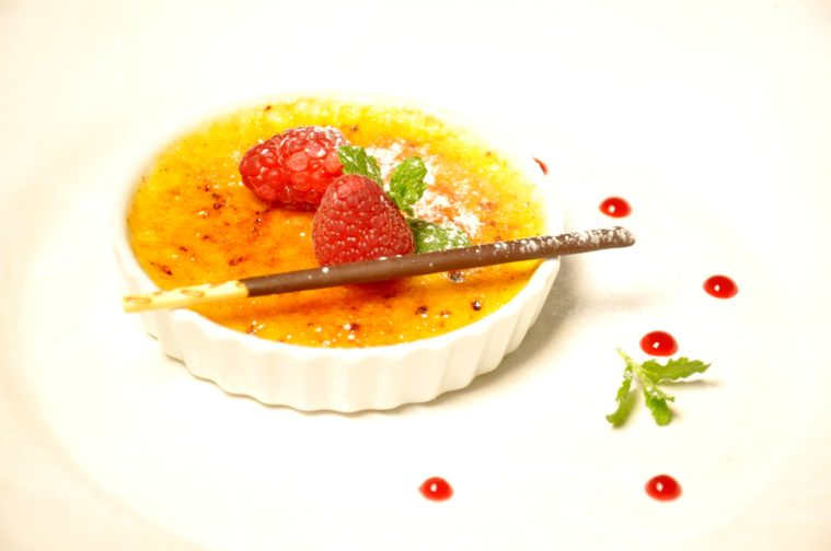 Creme brulee med vit choklad och citron hallon
