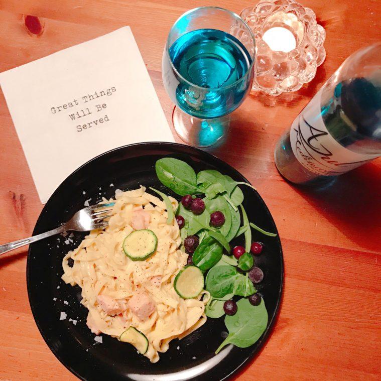 Pasta med creme fraiche lime blått vin