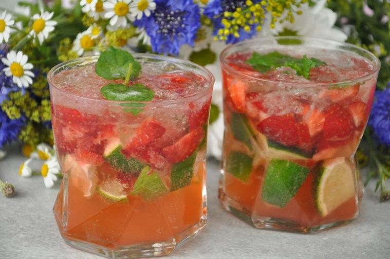 Jorgubscaipirinha caipirinha cocktail jordgubbar midsommar sommar caipirinha