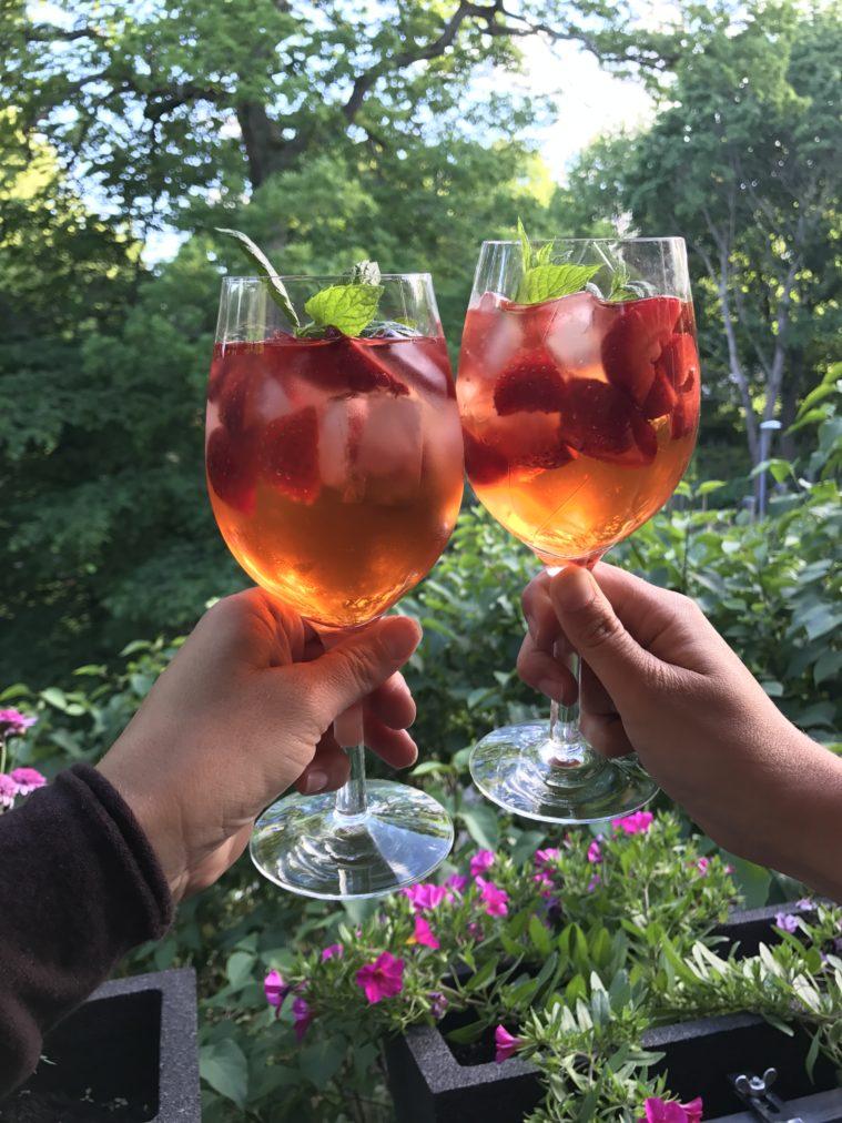 Aperol spritz med jordgubbar och bubbel
