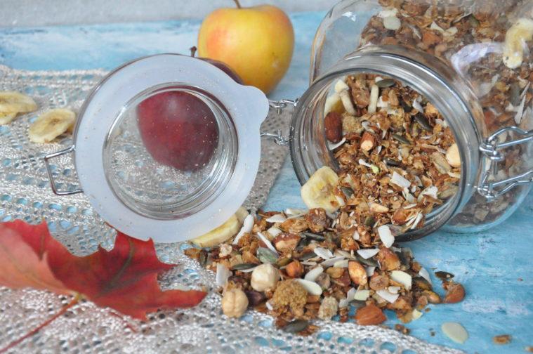 Granola nyttig hälsosam nötter krispig hemmagjord home made