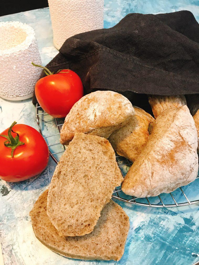 Kuvertbröd med chiamjöl hembakat bröd