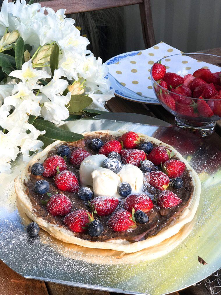 Vad sägs om att grilla en Nutellapizza med jordgubbar till dessert