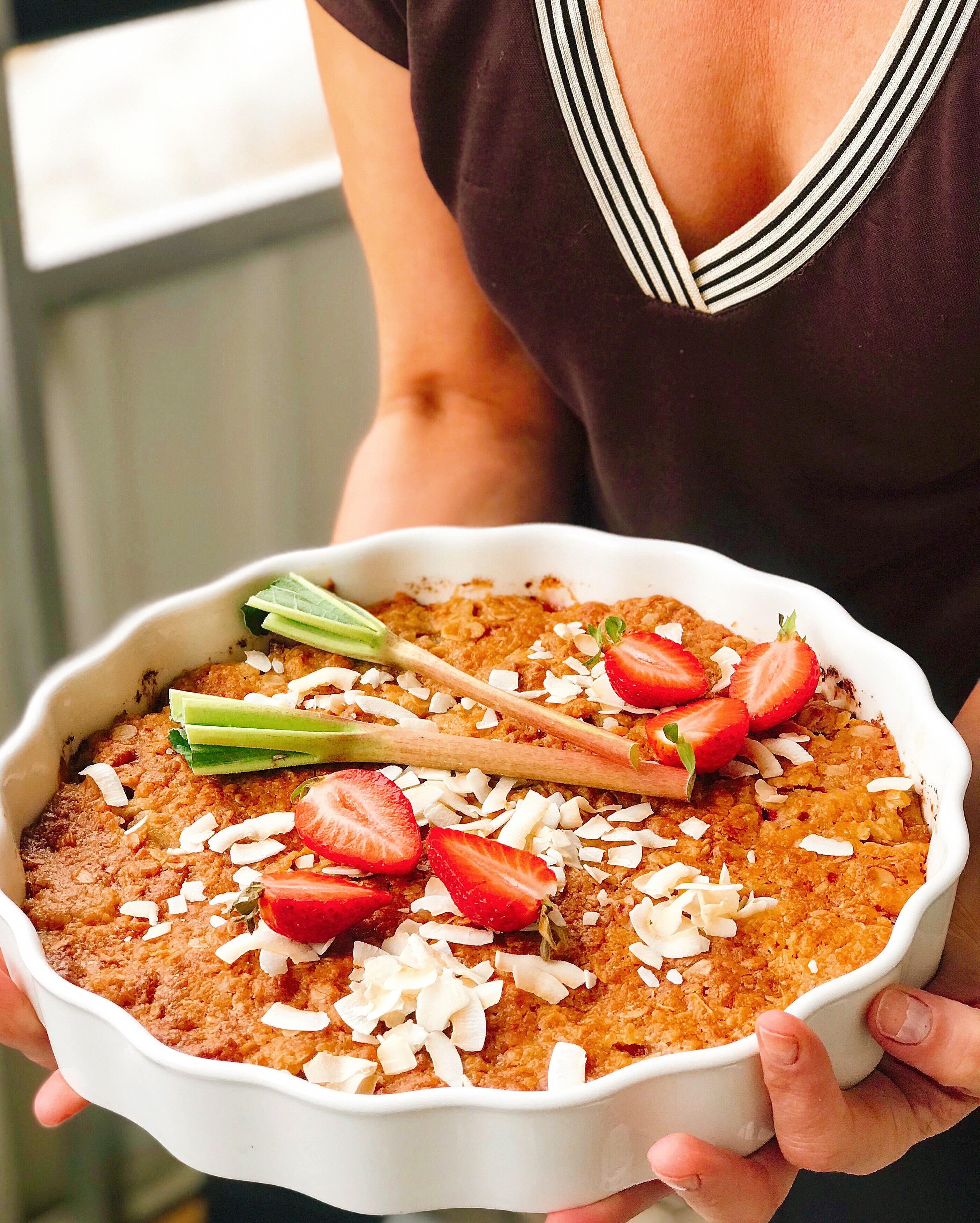 Knäckig rabarberpaj med vit choklad och kokos