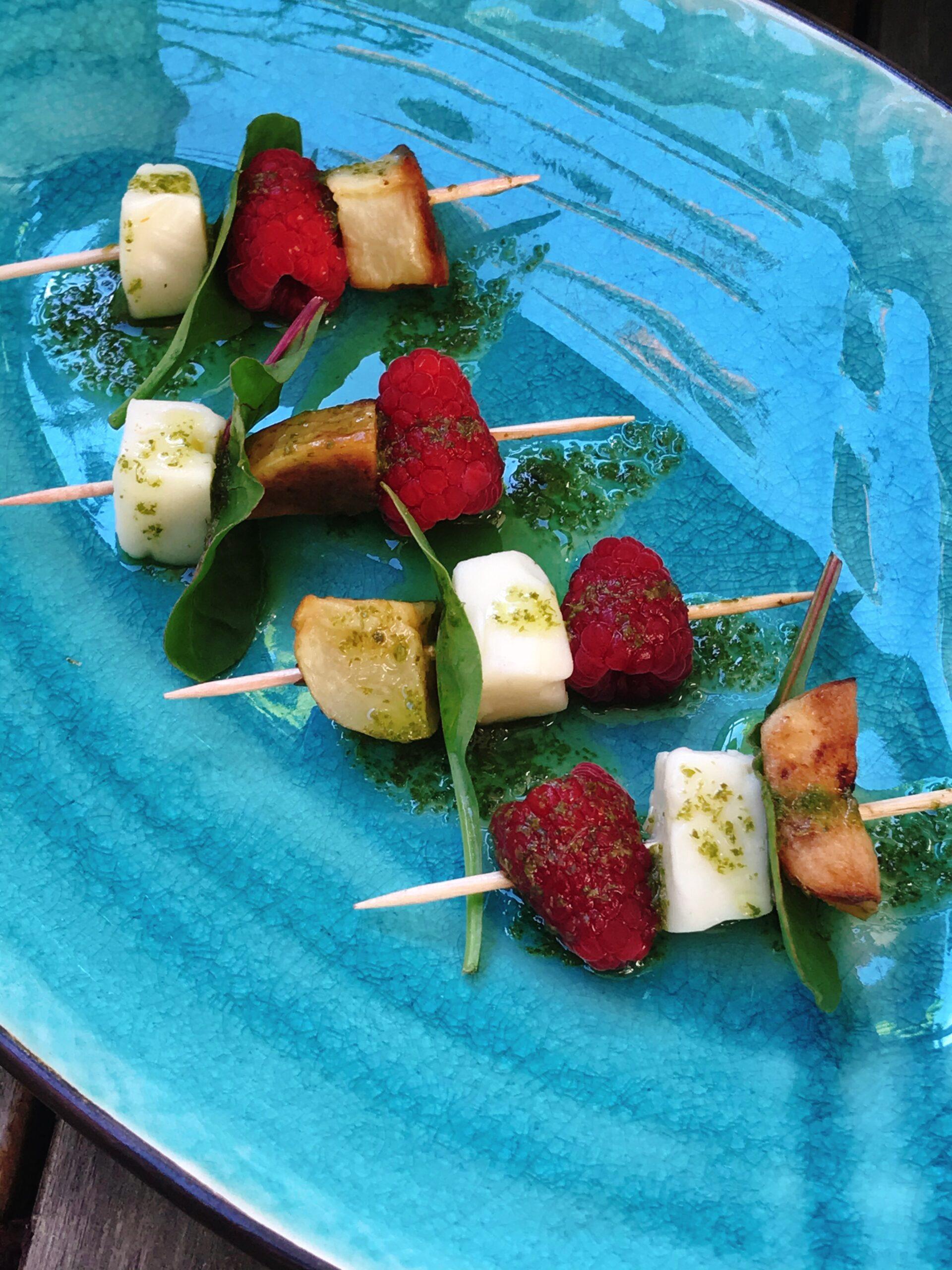 Minispett med hallon, taleggio, rostad potatis och örtolja